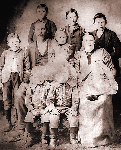 johnthomasanniemoorefamily1897.jpg